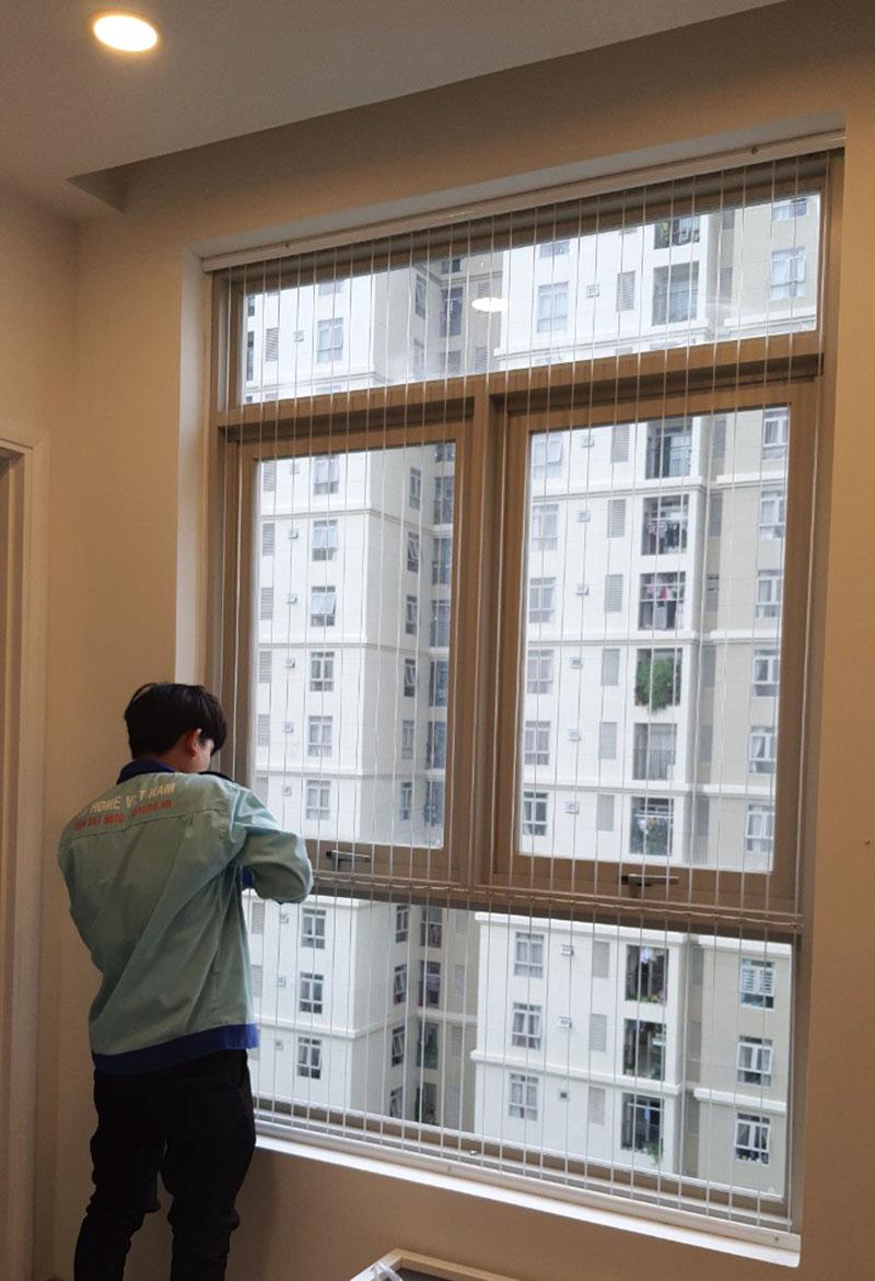 Thi công cáp an toàn cửa sổ tại chung Sun avenue